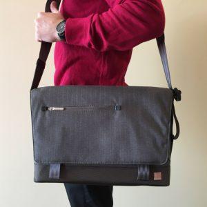 messenger bag moshi